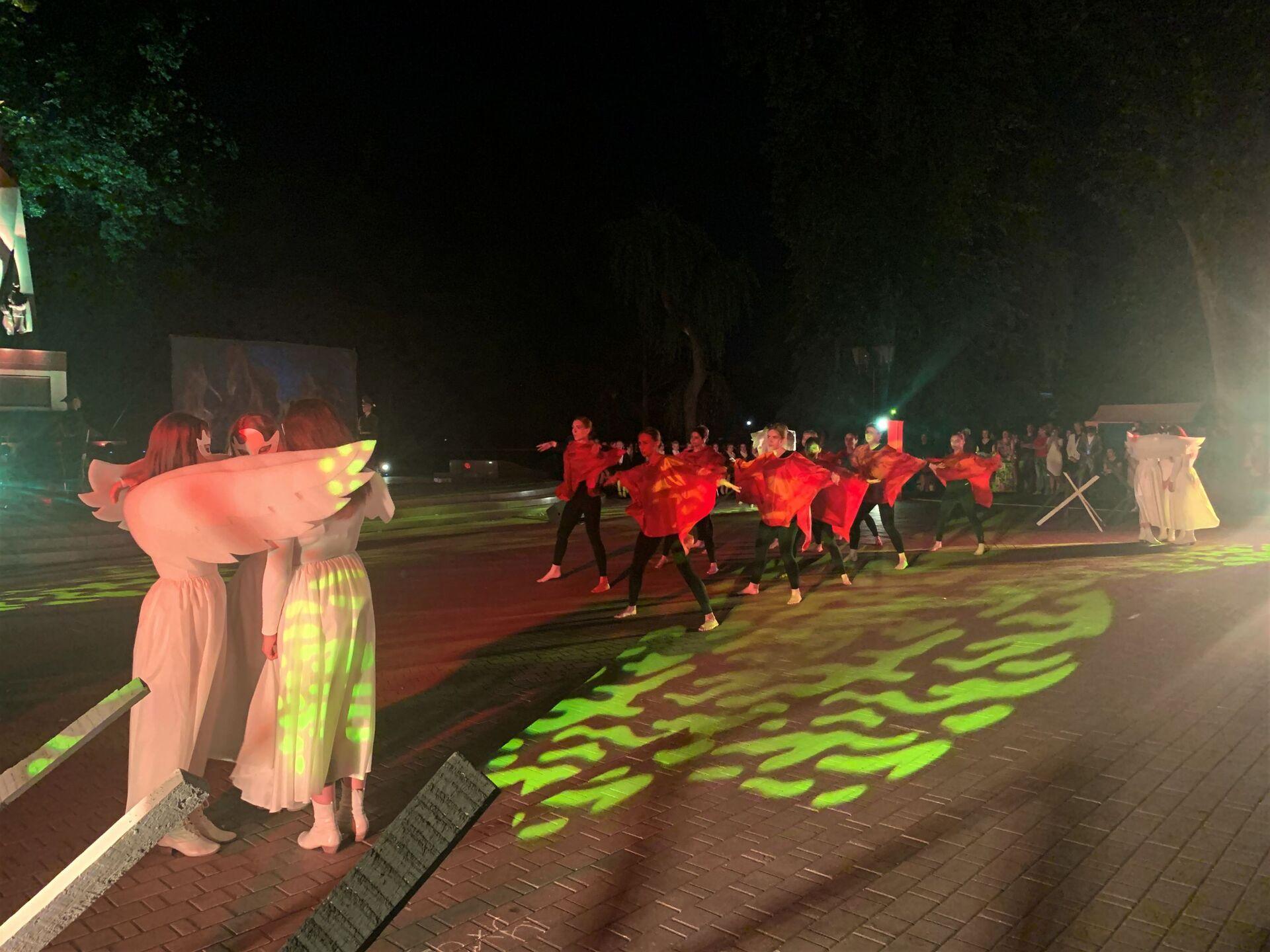Акция памяти началась ровно в полночь у Вечного огня в парке Жилибера - Sputnik Беларусь, 1920, 29.06.2021