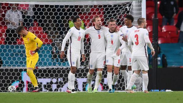 Игроки сборной Англии в матче против Чехии - Sputnik Беларусь