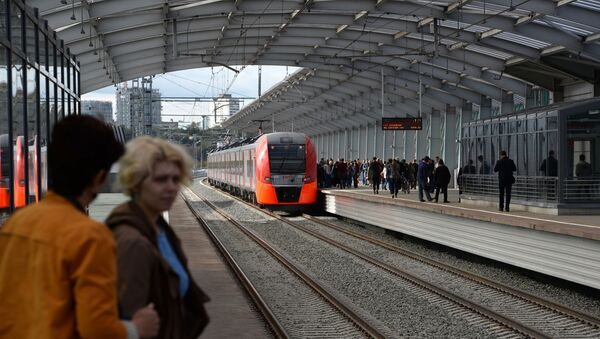 Пасажыры на станцыі Лужнікі Маскоўскага цэнтральнага кольца - Sputnik Беларусь