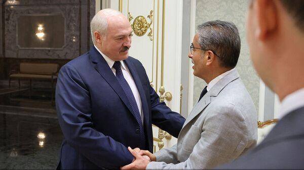Аляксандр Лукашэнка 28 чэрвеня сустрэўся з выканаўчым дырэктарам кампаніі Emaar Properties Мухамедам аль-Абарам - Sputnik Беларусь