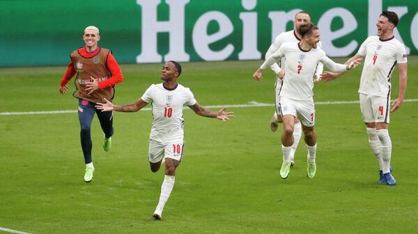 1/8 финала - Англия - Германия - Рахим Стерлинг из Англии празднует первый гол - Sputnik Беларусь