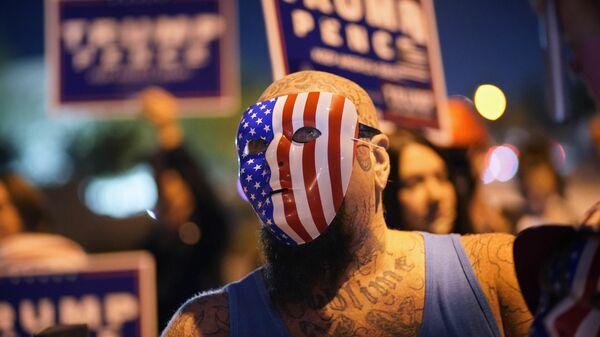 Электорат Трампа сломали через колено: эксперт о социальном кризисе в США - Sputnik Беларусь