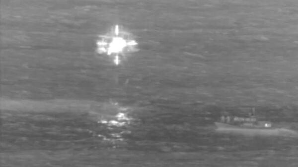 Грузовой самолет упал в океан: кадры спасательной операции – видео - Sputnik Беларусь