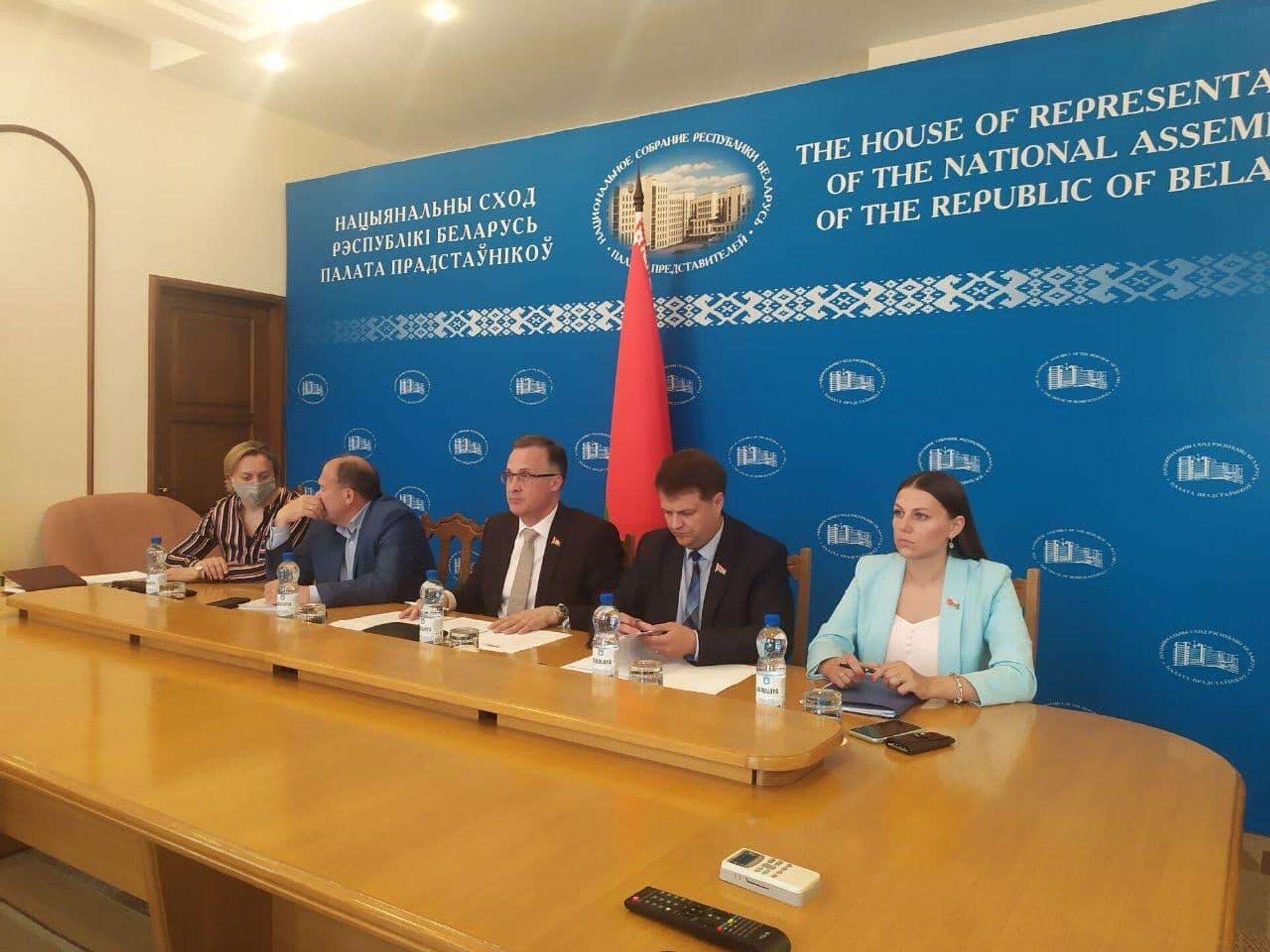 Белорусская парламентская делегация принимает участие в мероприятии в режиме видеоконференцсвязи - Sputnik Беларусь, 1920, 06.07.2021
