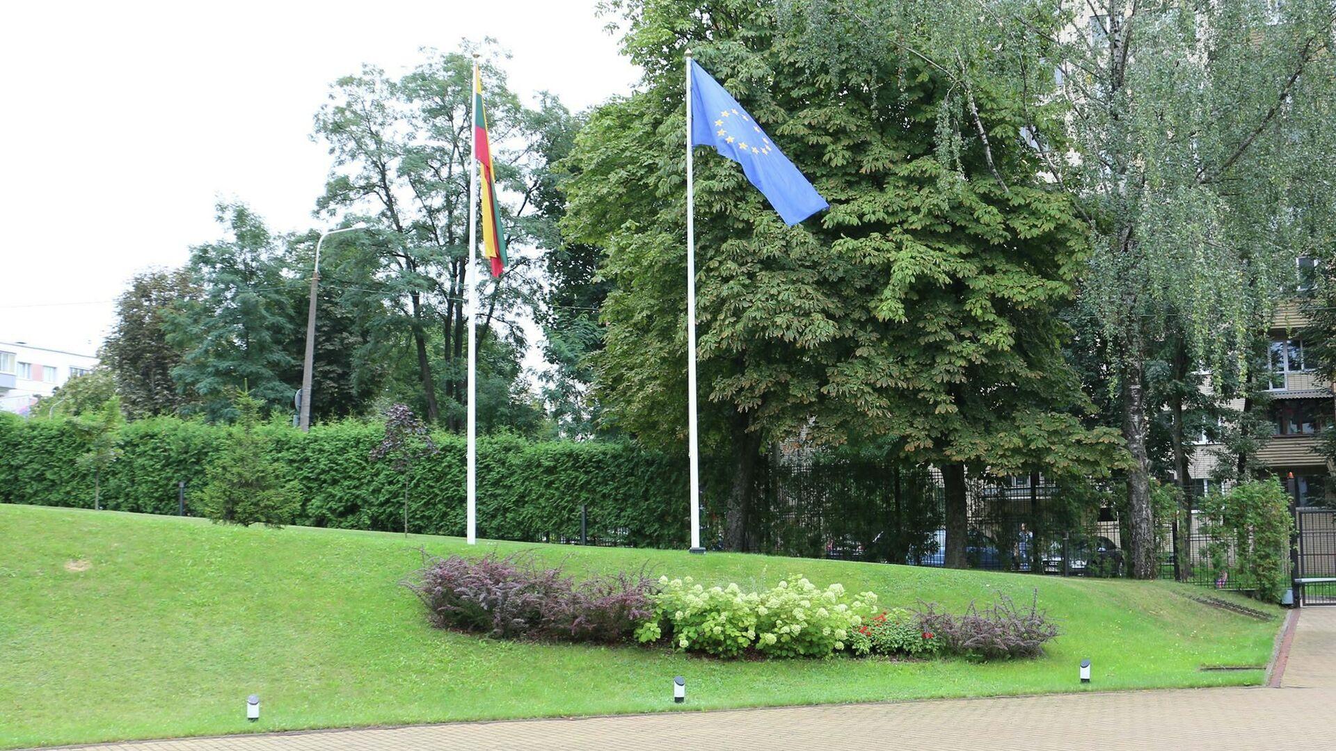 Флаги у посольства Литвы в Минске - Sputnik Беларусь, 1920, 22.09.2021