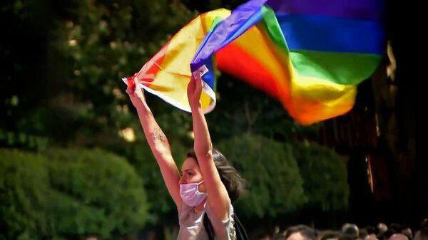 Видеофакт: противники и сторонники акций ЛГБТ столкнулись в центре Тбилиси - Sputnik Беларусь