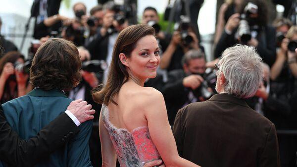 Французская актриса Марион Котийяр перед церемонией открытия и показом фильма Аннет - Sputnik Беларусь