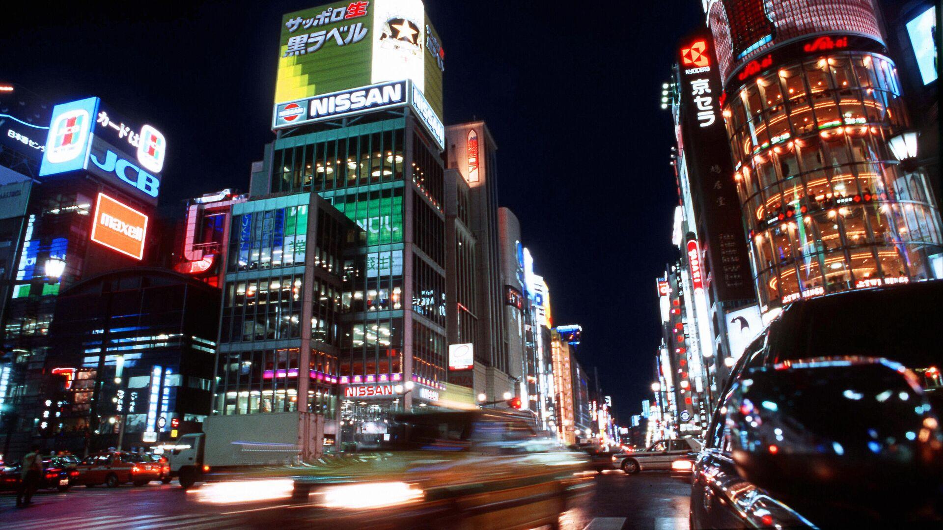 Гинза - центральная улица столицы Японии города Токио в 1998 году - Sputnik Беларусь, 1920, 07.10.2021
