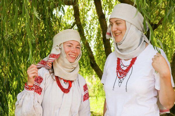 Намітка - гэта старажытны традыцыйны жаночы галаўны ўбор замужніх жанчын. - Sputnik Беларусь