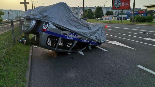 Милицейский автомобиль опрокинулся в Минске - Sputnik Беларусь