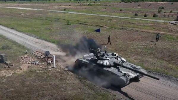 Белорусы готовятся к Танковому биатлону - Sputnik Беларусь
