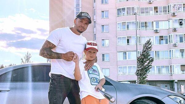 Экс-участник Дома-2 Антон Гусев и его сын Даниэль - Sputnik Беларусь