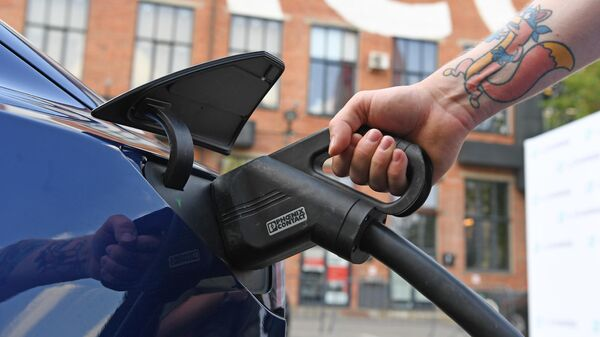 Tesla и Грета против бензина: каким будет топливо машин будущего? - Sputnik Беларусь