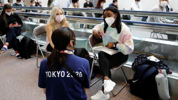 Спортсмены ожидают теста на коронавирус в Токио - Sputnik Беларусь