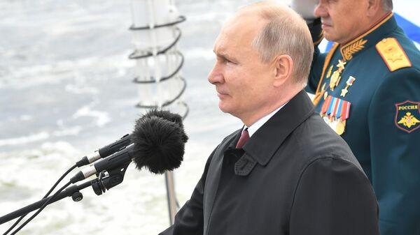 Прэзідэнт Расіі Уладзімір Пуцін прыняў удзел у Галоўным ваенна-марскім парадзе - Sputnik Беларусь