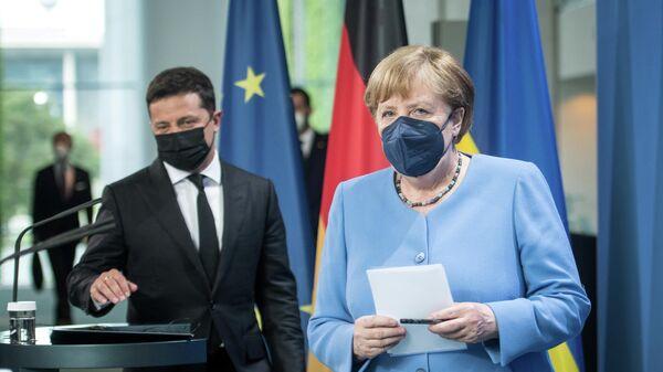 Президент Украины Владимир Зеленский и канцлер Германии Ангела Меркель - Sputnik Беларусь