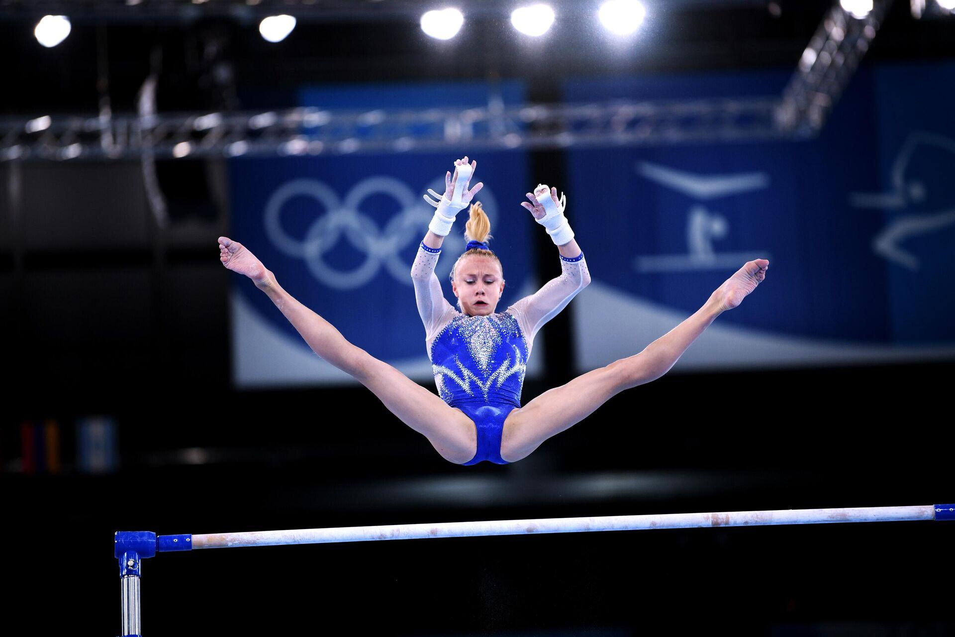 Российская спортсменка Виктория Листунова выполняет упражнения на разновысоких брусьях - Sputnik Беларусь, 1920, 27.07.2021