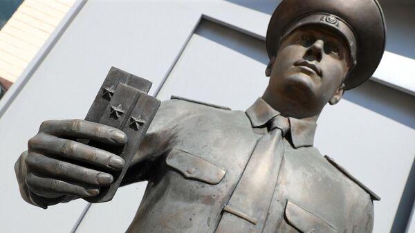 Выпускник - центральная фигура мемориального комплекса Академии МВД - Sputnik Беларусь
