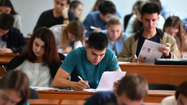 На 10%: в высших учебных заведениях с 1 сентября повышается плата за обучение - Sputnik Беларусь