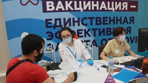Центр вакцинации от COVID-19 в Лужниках - Sputnik Беларусь