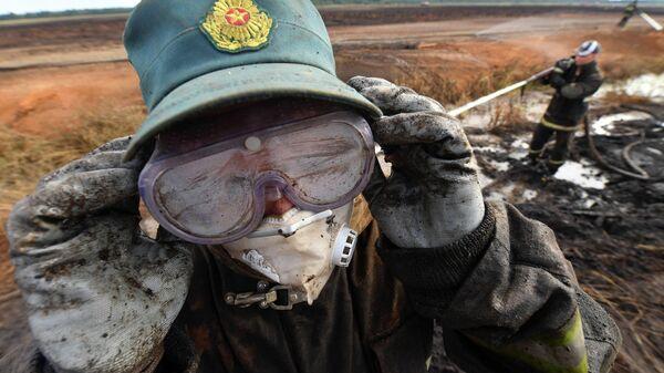Тушение пожара на торфянике в Петриковском районе - Sputnik Беларусь
