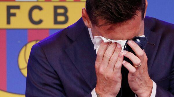 Месси не смог сдержать слез на прощальной пресс-конференции по поводу ухода из испанского футбольного клуба Барселона - Sputnik Беларусь