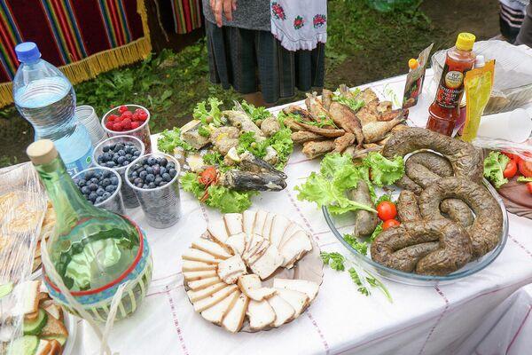 Организованы выставки-продажи, дегустации рыбной, мясной, сырной, кондитерской продукции. - Sputnik Беларусь