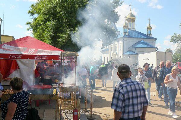 Людей приехало очень много, наверно, соскучились по празднику во время пандемии. - Sputnik Беларусь