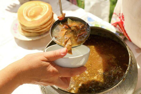 Хтосьці дадае крыху капусты, хтосьці мяса, хтосьці рыбы або гатуе посны суп.  - Sputnik Беларусь