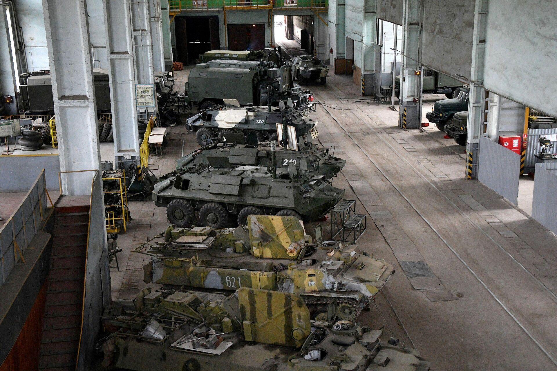 Ремонтный цех 25-го арсенала ракетно-артиллерийского вооружения - Sputnik Беларусь, 1920, 12.08.2021