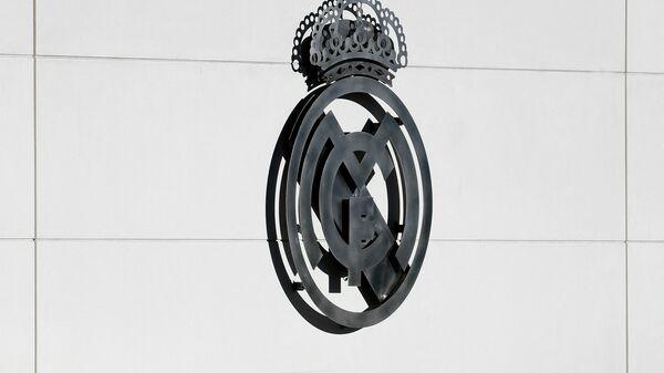 Эмблема мадридского футбольного клуба Реал - Sputnik Беларусь