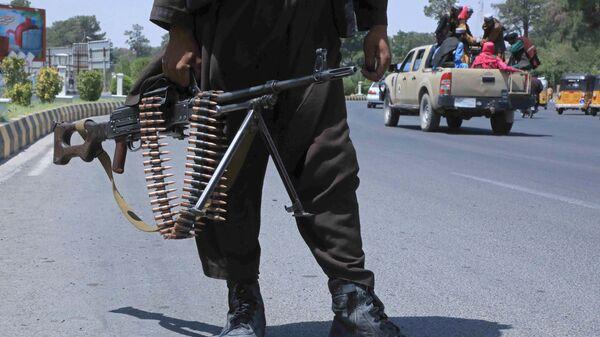 Боевик Талибана* на улице в афганском городе Герат - Sputnik Беларусь