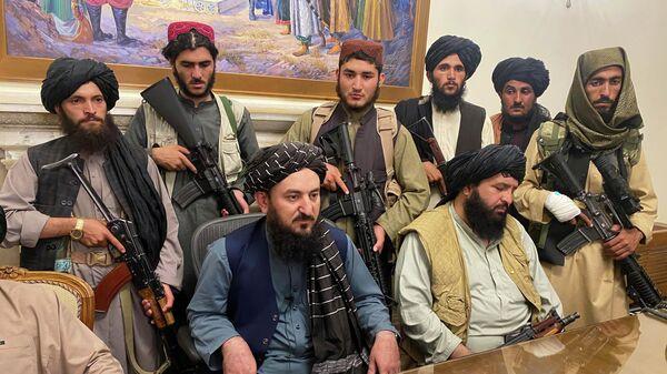 Боевики Талибана взяли под свой контроль президентский дворец Афганистана после того, как президент Афганистана Ашраф Гани бежал из страны - Sputnik Беларусь