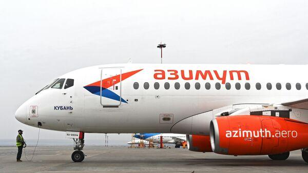 Самалёт Sukhoi Superjet 100 Кубань авіякампаніі Азімут - Sputnik Беларусь