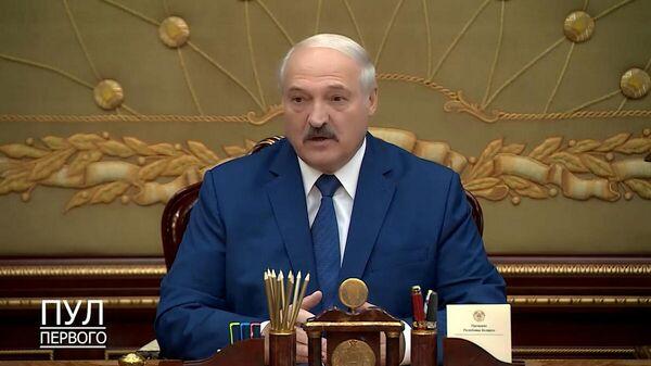 Лукашенко: в политику надо идти с чистыми руками  - Sputnik Беларусь