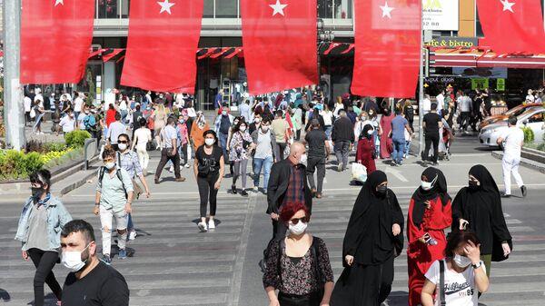 Людзі на вуліцах у Анкары - Sputnik Беларусь