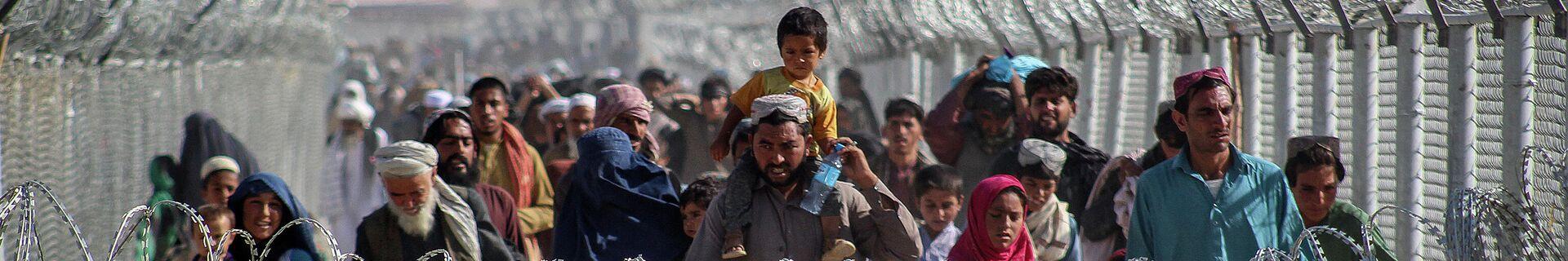 Афганские беженцы на границе с Пакистаном - Sputnik Беларусь, 1920, 17.08.2021