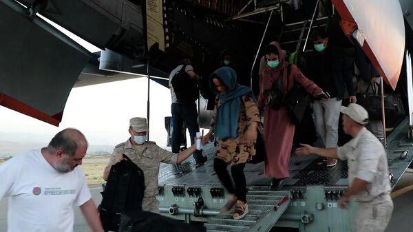 Як расійскія самалёты эвакуіравалі людзей з Кабула - Sputnik Беларусь