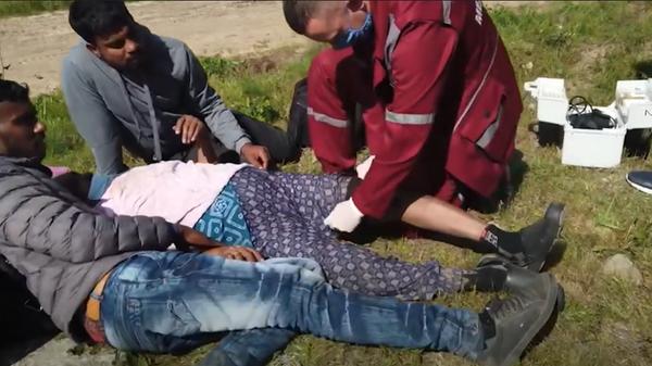 Обещали убить: на границе с Литвой нашли беженку без сознания - видео  - Sputnik Беларусь