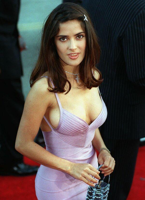 Сальма Хайек родилась в Мексике 2 сентября 1966 года в семье бизнесмена и оперной певицы. В США приехала в 24 года.Обучалась в Лос-Анджелесе актерскому ремеслу. - Sputnik Беларусь