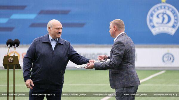 Александр Лукашенко на открытии стадиона Динамо-Юни - Sputnik Беларусь
