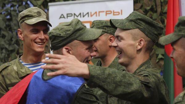 Белорусские военные завоевали еще две медали на конкурсах АрМИ-2021 - Sputnik Беларусь