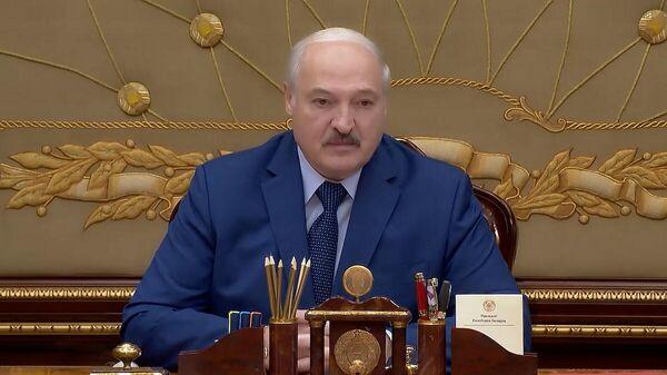 Нутром чую - у нас там что-то есть : Лукашенко о месторождениях нефти - Sputnik Беларусь