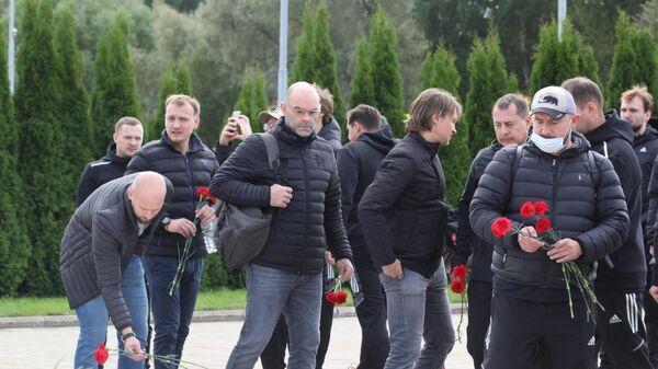 Минское Динамо возложило цветы к мемориалу Хоккейное братство - Sputnik Беларусь