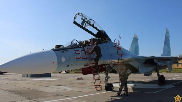 На аэродром Барановичи прибыли самолеты Су-30СМ ВКС России - Sputnik Беларусь