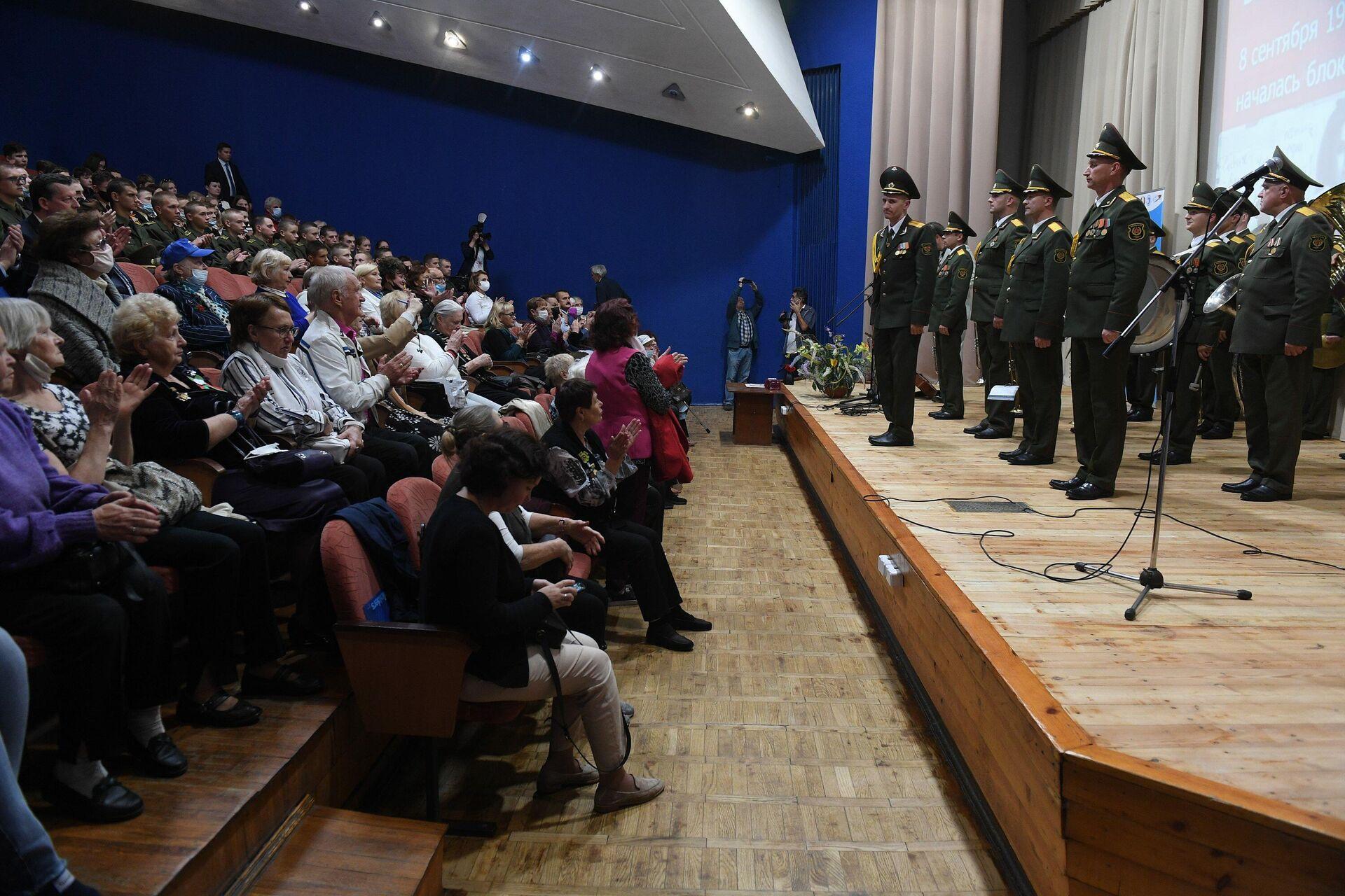 Участники мероприятия в храме-памятнике - Sputnik Беларусь, 1920, 09.09.2021