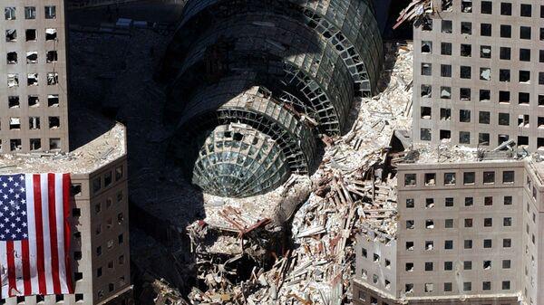 Кусок обрушившегося здания после атаки 9/11 в Нью-Йорке  - Sputnik Беларусь