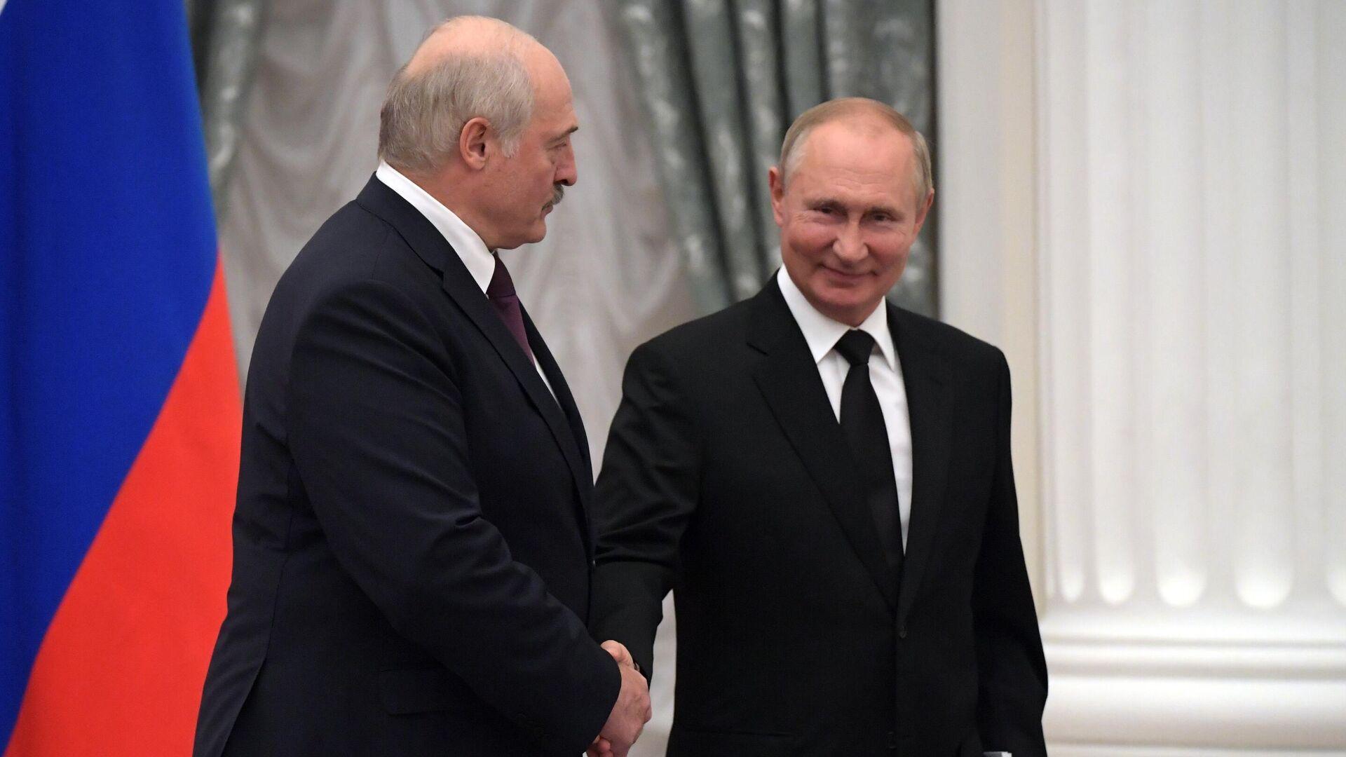 Президент РФ Владимир Путин и президент Беларуси Александр Лукашенко - Sputnik Беларусь, 1920, 07.10.2021