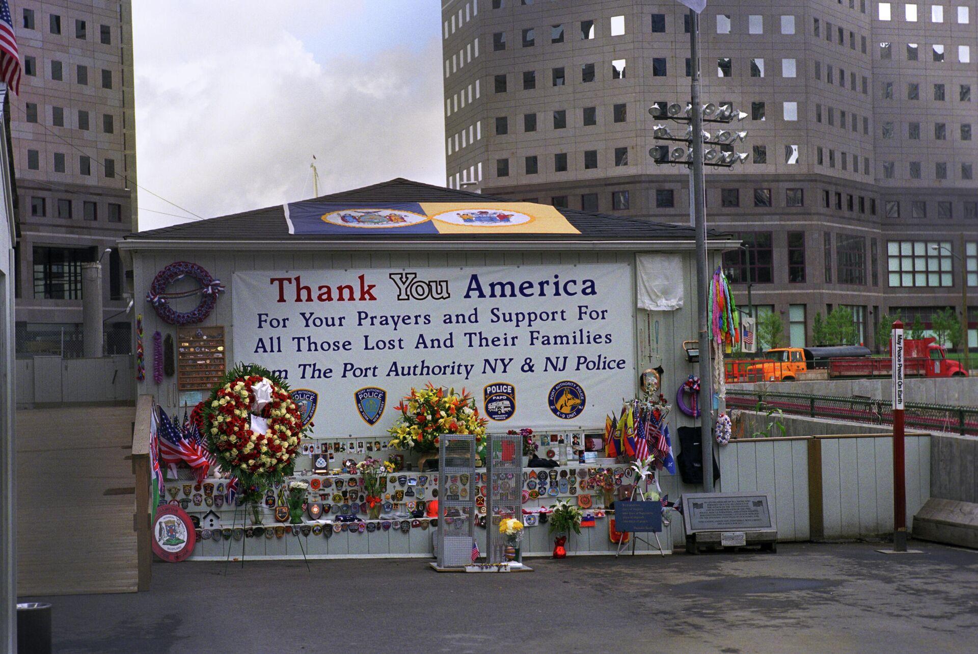 На месте Всемирного Торгового центра, взорванного террористами в Нью-Йорке - Sputnik Беларусь, 1920, 11.09.2021