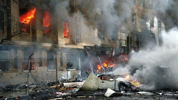 Пламя и дым в здании Пентагона 11 сентября 2001 года - Sputnik Беларусь